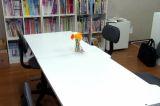 静かな環境で自習にも最適。なんでも気軽に質問できるアットホームな雰囲気の教室です。