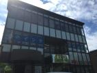 イング金剛東校です。大きなガラス窓のある、2階です。