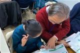 個別ブースでは、二人の生徒に一人の講師がつき、わかるまで、できるまで丁寧に指導します。