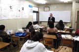 クラス指導の教室です。壁には中3生の寄せ書きがあります。