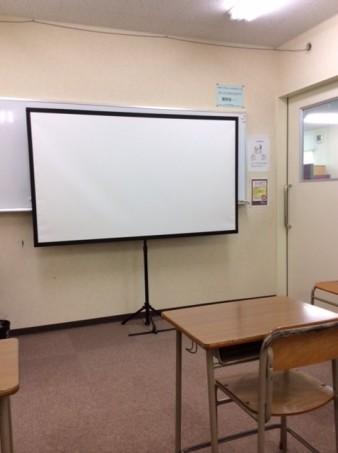ICTルーム 小学生を対象にプロジェクターやipadを用いた授業