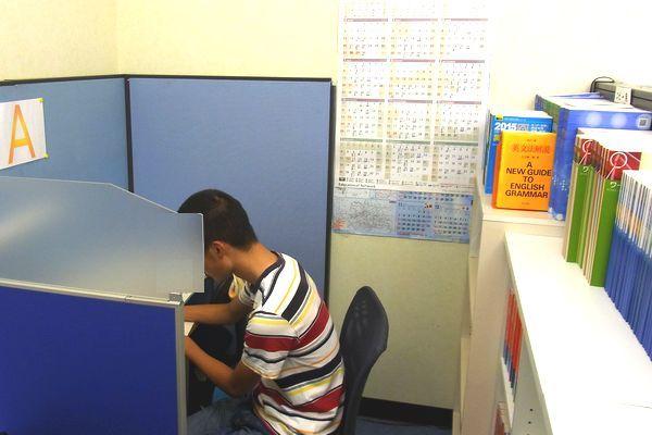 トップワンの快適な自習スペースは受験生のお気に入りです。