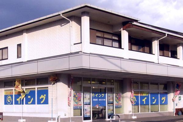粉河・加太線の紀泉台西入口の交差点(ファミマ)を和歌山市方面に向かって左折し最初の交差点の左角です。