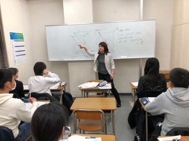 クラスの教室です。15名前後の少人数制で指導しています。