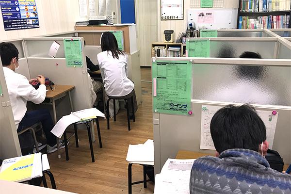 個別指導用教室です。仕切りがあるため集中して勉強できます。