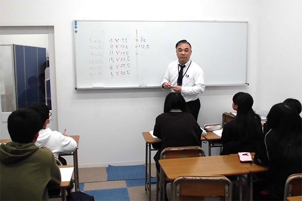 クラス指導はライバルと競い合い、切磋琢磨しながら、マイベスト・マイゴールを目指します。