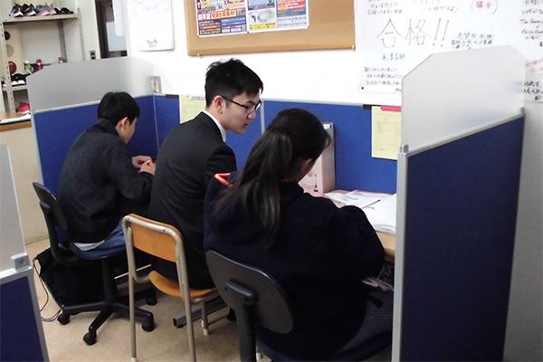 個別指導教室です。自習専用ブースも設置。いつでも使用可能です。