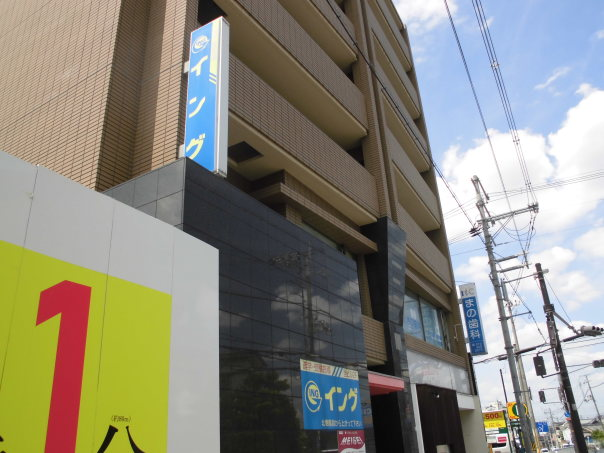 イング寝屋川公園校は、JR学研都市線寝屋川公園駅5分、駅に直結の新築マンション工事現場北隣です。